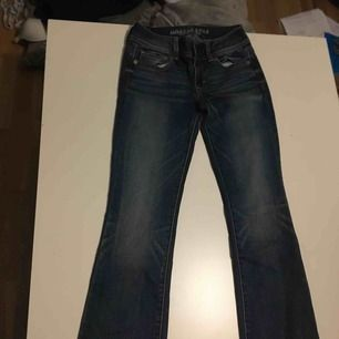Kickboot jeans från amerikan eagle använt sparsamt så gott som nya