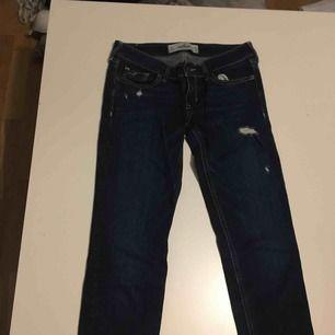 Säljer mina hollister jeans de har blivit för små!