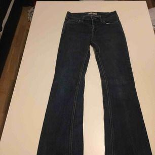 Nästan aldrig använda fornarina bootcut jeans i mörkblå