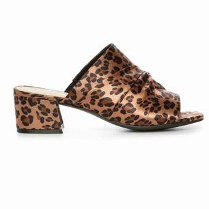 Fina sandaletter oanvända!!
