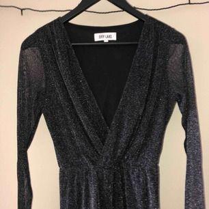 Inklusive frakt!  Dålig bild men det är en klänning, kan skicka fler bilder hur den ser ut på om det önskas :)
