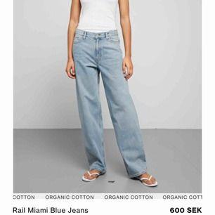 Säljer dessa jeans från weekday! Köpta för inte ens två veckor sen men insett att de inte passar mig särkilt bra och säljer därför vidare! Dem är knappt använda och alltså i nyskick!