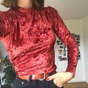 Sjukt cool tröja från Gina Tricot i storlek S! Passar även M!