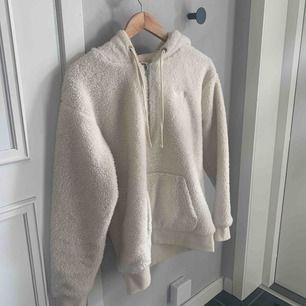 Jättefin hoodie från Vans som inte längre kommer till användning för mig :(