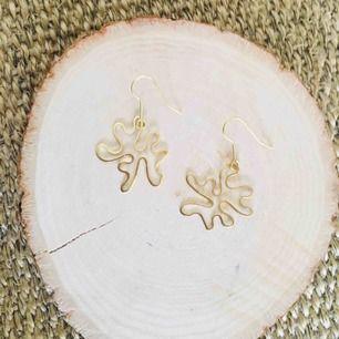 Minimalistiska hemmagjorda örhängen, frakt 9 kr