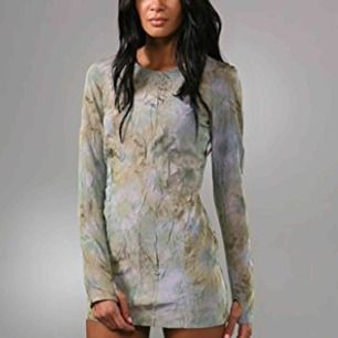 Säljer min fina acne fever dress i storlek 34! Unik mini klänning i riktigt bra skick!