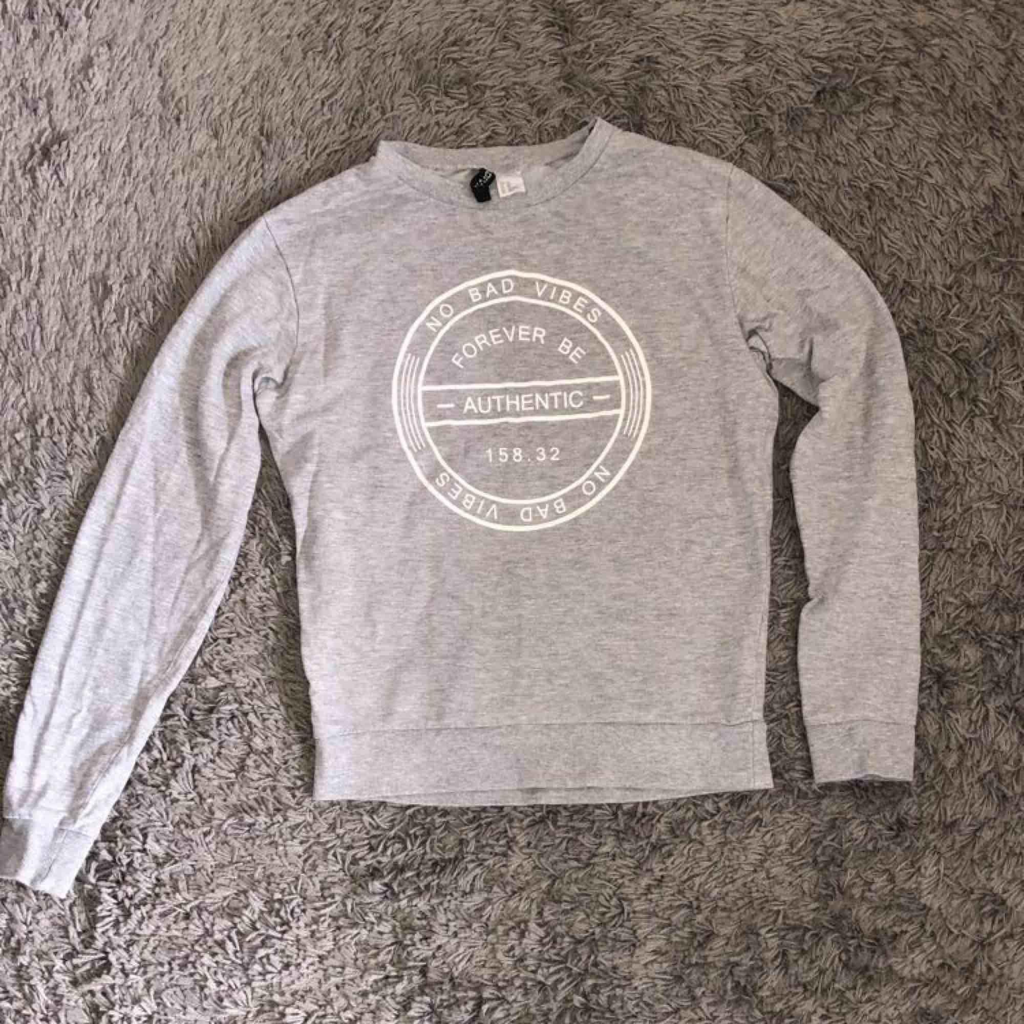 Två jättesköna tröjor för 100kr styck ink frakt. . Tröjor & Koftor.
