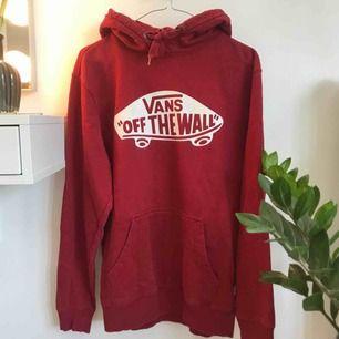 En snygg hoodie från Vans i storlek XS säljs då den blivit för liten❤️❤️