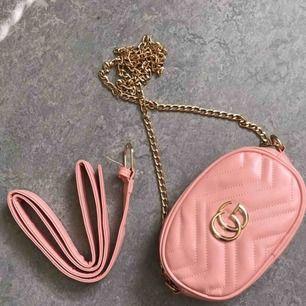 Fake Gucci väska/midjeväska för 200kr. Frank ingår i priset