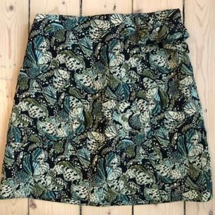 Riktigt snygg kjol från Zara! Lite för liten för mig till min stora sorg.. Nyskick. Frakt 42 kr
