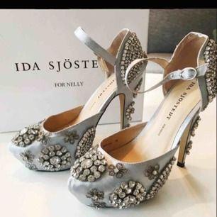 Ida sjöstedt skor slutsålda, endast provade. Dock har ett par stenar ramlat bort under frakt men inget man tänker på.