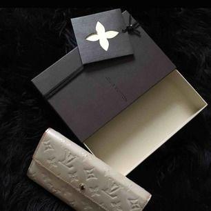 Äkta louis vuitton plånbok med låda