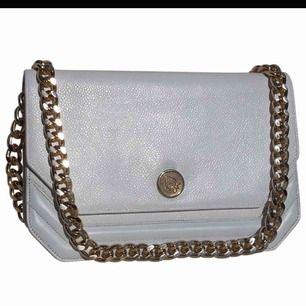 Äkta Dior väska. Superlyxig, kommer med kvitto och intyg från vestaire collective ( certifierad vintage butik).