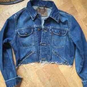 Avklippt jeansjacka från Crocker, ca storlek s-m. Frakt tillkommer :)