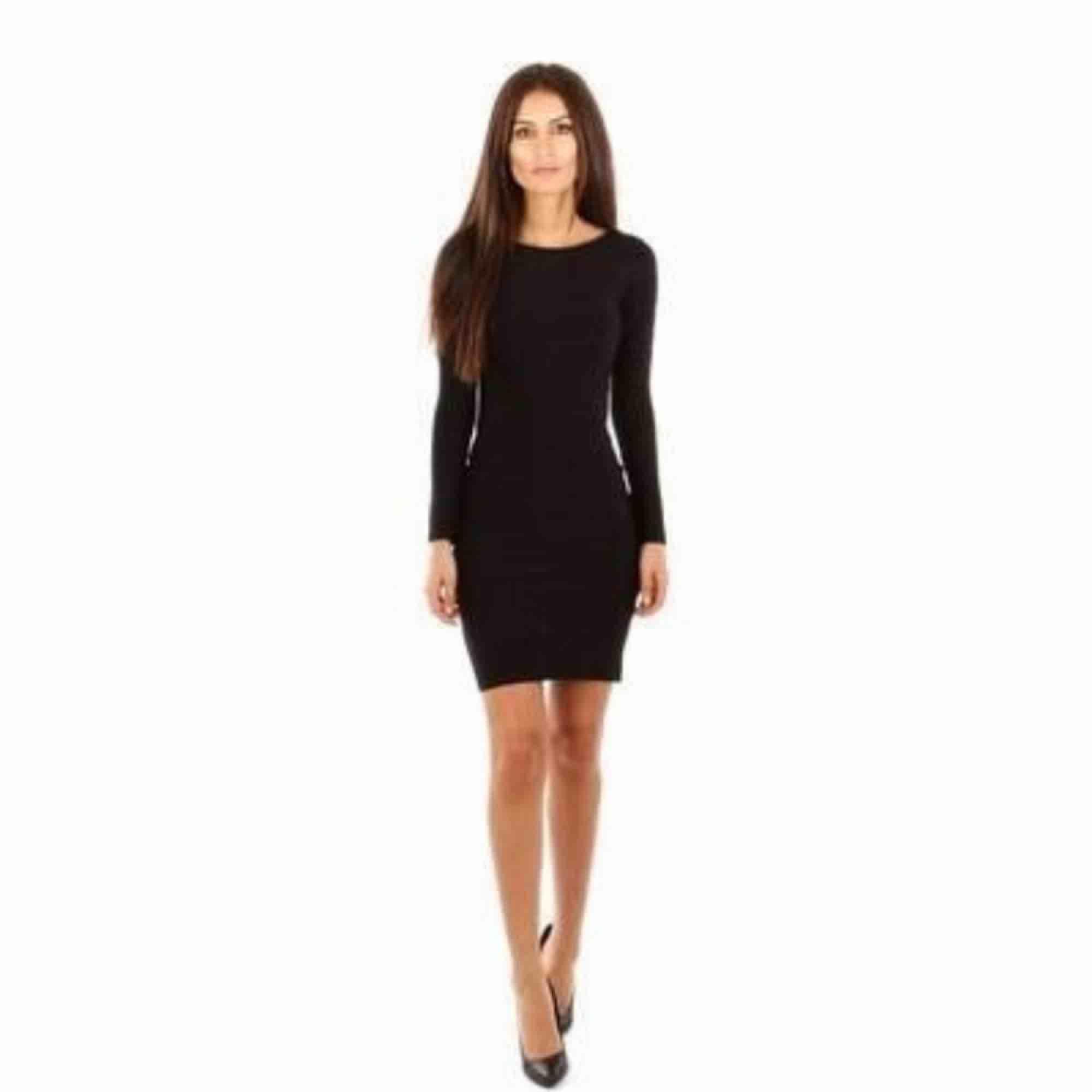 Ny mörkgrå bandage klänning xs. Klänningar.