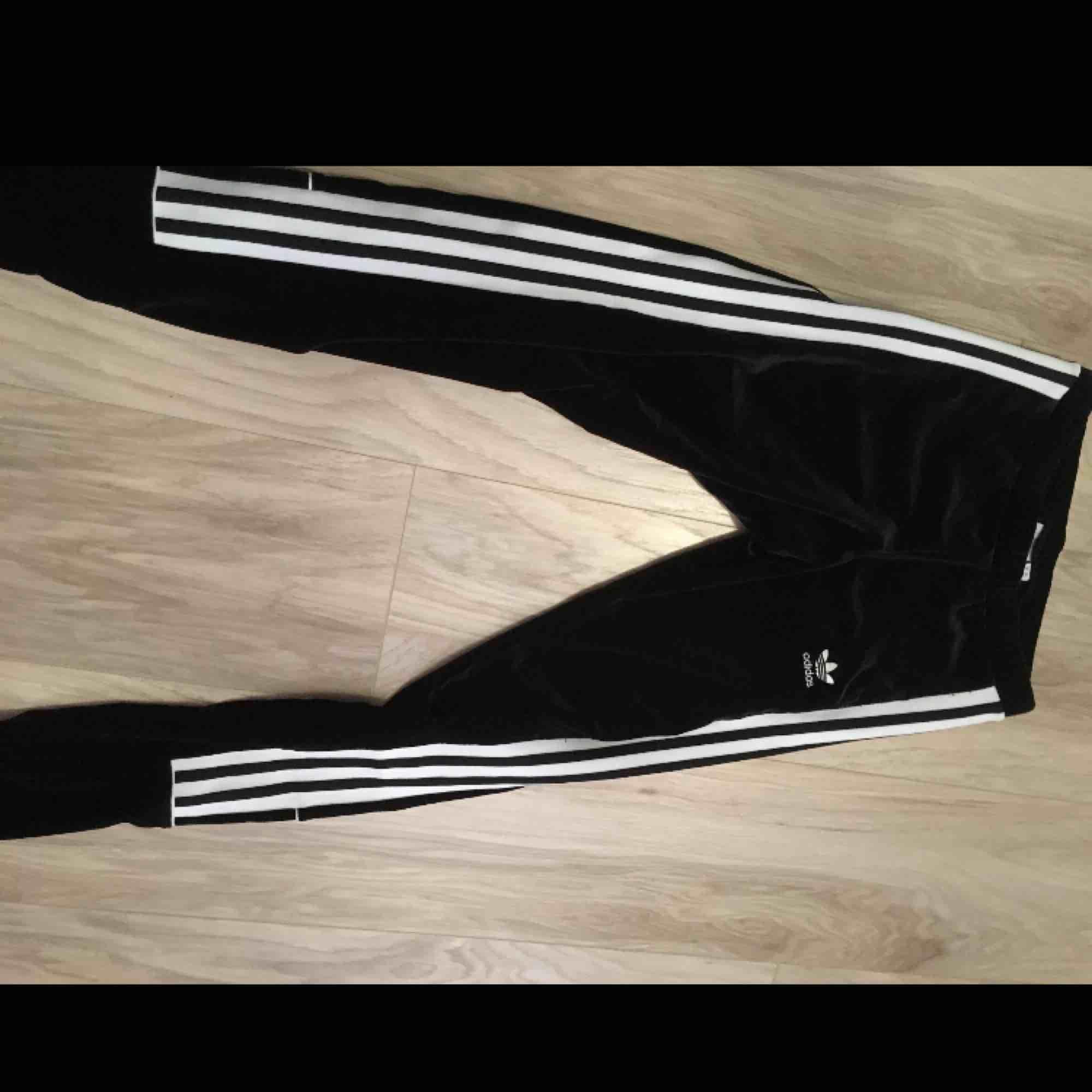 Adidas velour sammet legging. Jeans & Byxor.