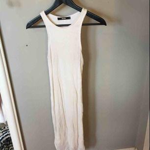 Vit tight klänning från Bik Bok, använd fåtal gånger