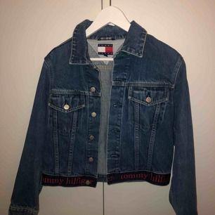 Vintage jeansjacka i bra skick  Möts upp på Södermalm annars frakt 50kr