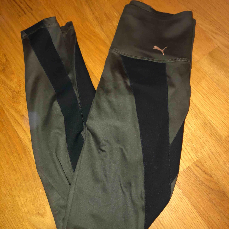 Snygga träningstajts!  Möts upp på Södermalm annars frakt 30kr Matchande tröjan går att köpa tillsammans med träningstajtsen för 350kr . Jeans & Byxor.