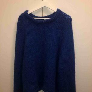Supermysig blå stickad tröja från zara!  Möts upp på Södermalm annars frakt 30kr Vid snabb affär kan jag tänka mig att gå ner lite i pris
