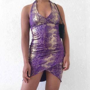 Lila och guld 90-tals klänning ☀️ köparen står för frakten