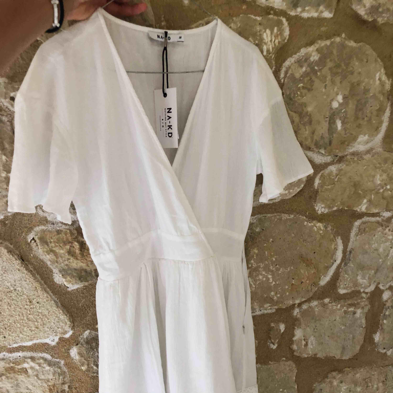 Så snygg helt ny klänning från NAKD är tyvärr lite för liten för mig. Passar perfekt till sommaren. Frakt ingår ej.   REA: 250 kr. Klänningar.