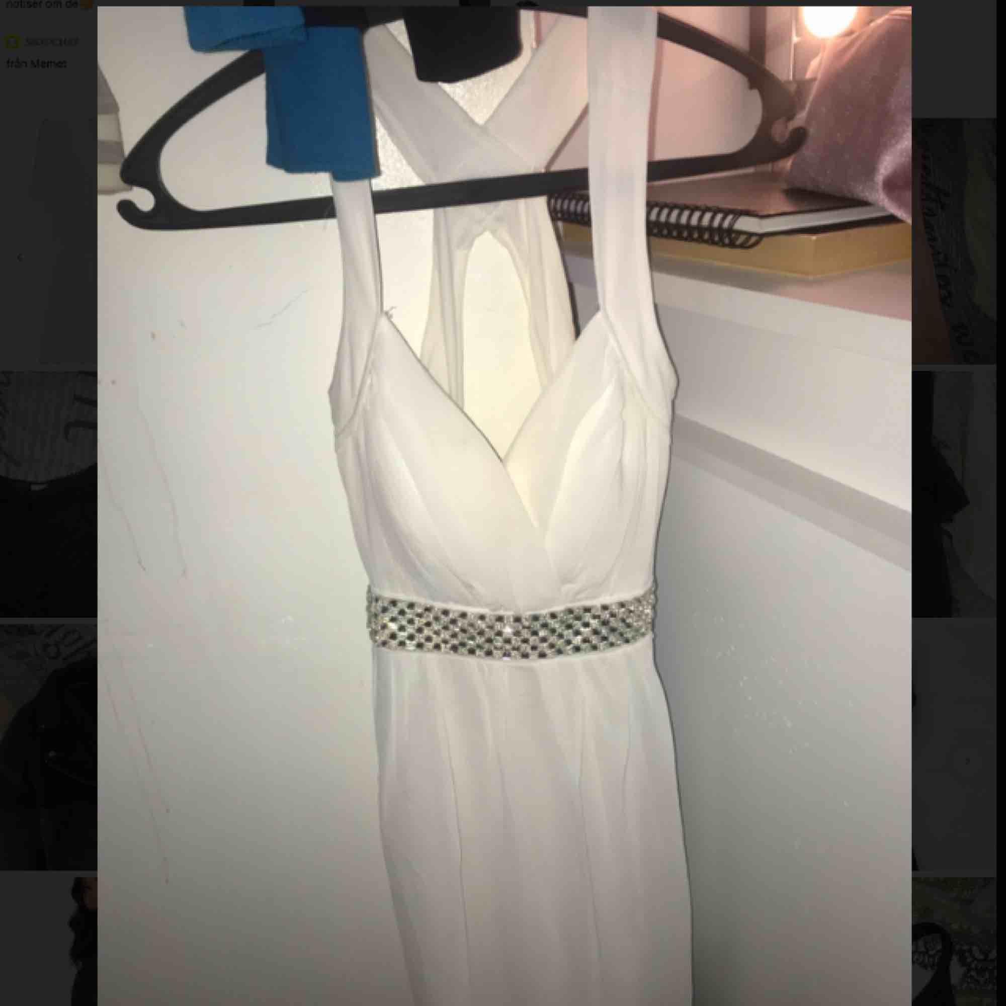 Superfin klänning från Nelly i storlek S, använd fåtal gånger och säljer endast pga att jag inte har användning för den. Klänningar.