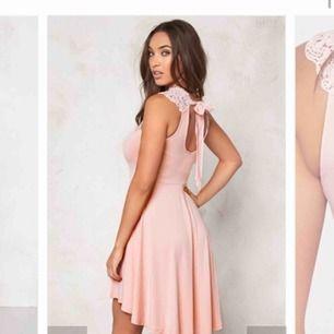Rosa klänning ifrån bubbleroom som heller inte kommit till användning, lite längre baktill med knyte i ryggen Mina bilder är otroligt slarviga pga lathet men sitter precis som på modellen