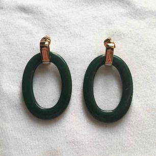 Jättefina örhängen som aldrig är använda eller testade. Pris: 50kr + 10kr frakt💗💗💗