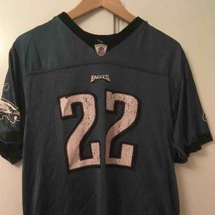 Urtvättad Eagles tröja som skulle behöva ett nytt hem🦅 kan frakta eller mötas <3 xoxo