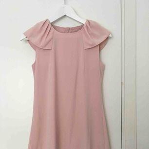 Söt rosa klänning från Name it. Strl 164 (passar XS)  100 kr