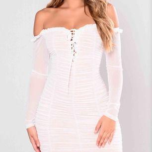 Superfin klänning från fashionnova