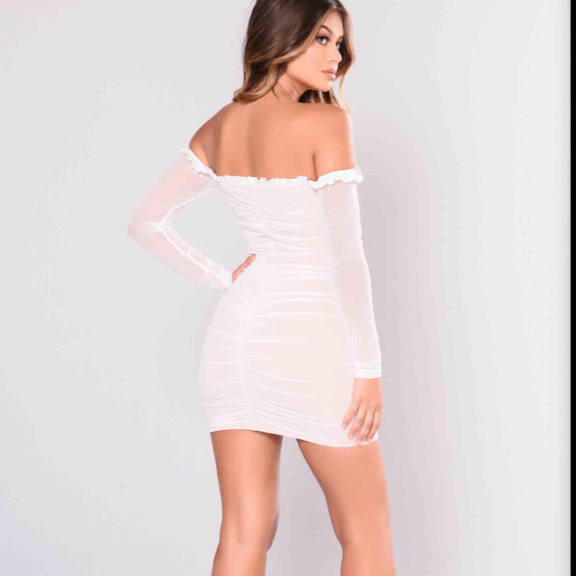 Superfin klänning från fashionnova. Klänningar.