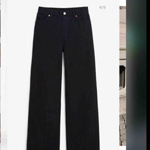 ALDRIG ANVÄNDA!! Yoko black jeans från monki riktigt snygga byxor , bekväma! Säljer pga av fel storlek då jag tappade bort kvittot