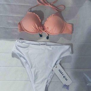 Säljer den rosa bikini överdelen med push up Inte mycket använd super skön men lite stor i storleken