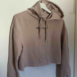 Fin hoodie från hm köpt för ett tag sedan. Använd några gånger men inga tecken på användning förutom att den noppat sig lite