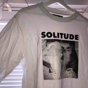 snygg vit sweatshirt från carlings! storlek M! köpare står för frakt på 36kr! <33 :)