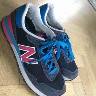Snygga New Balance sneakers supersköna att traska runt i!