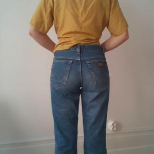 Vintage jeans från Wrangler 100 % bomull.