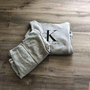 Säljer två gråa hoodies, båda är Calvin Klein! Den första är äkta men den andra är fake men ser precis ut som en äkta😍150kr st.