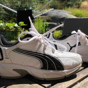 Supersnygga sneakers från Puma, lite retro modell. Normala i storlek.