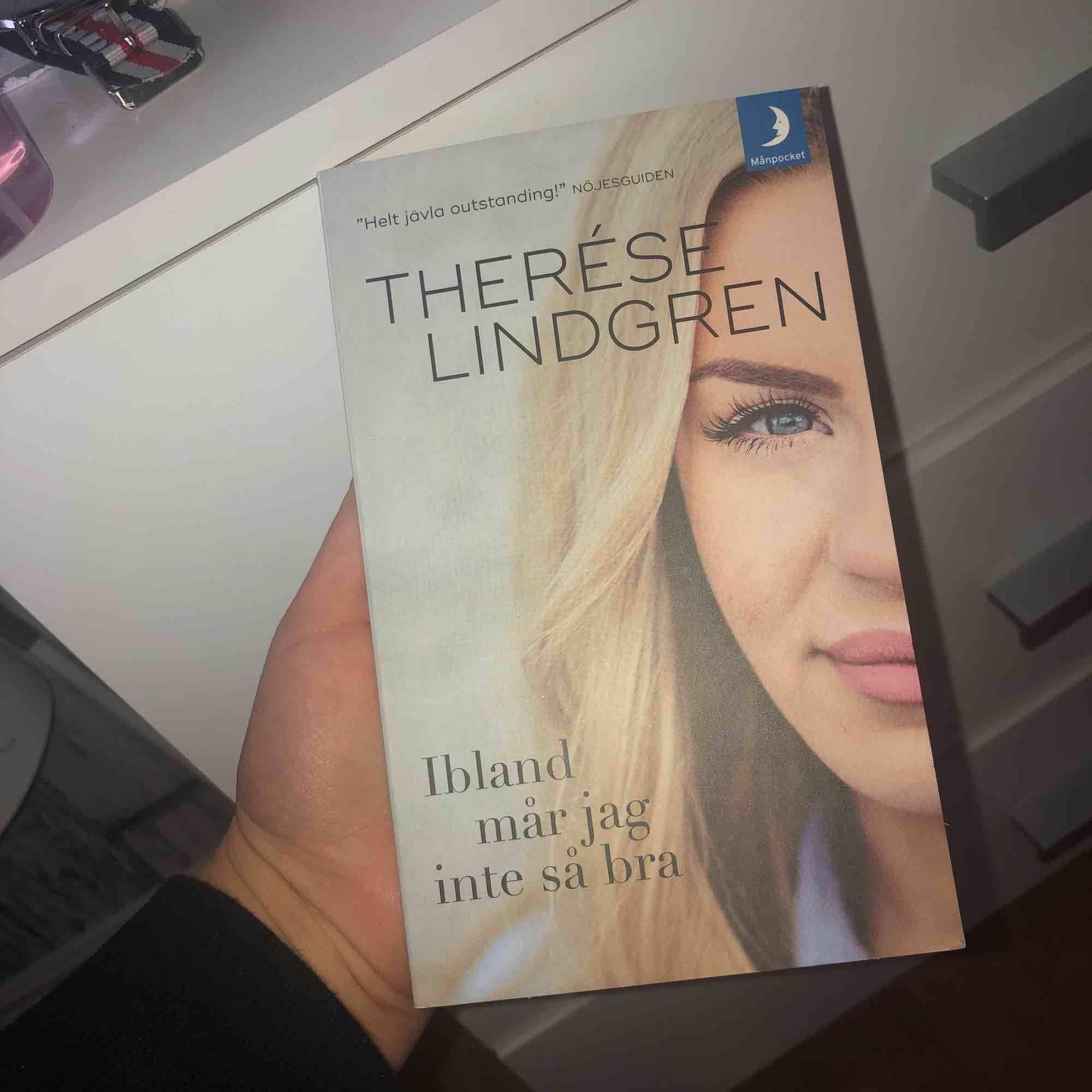 """Therese Lindgrens bok skriver av henne själv! """"Ibland mår jag inte så bra"""" swipe för beskrivning på boken! 😍. Övrigt."""