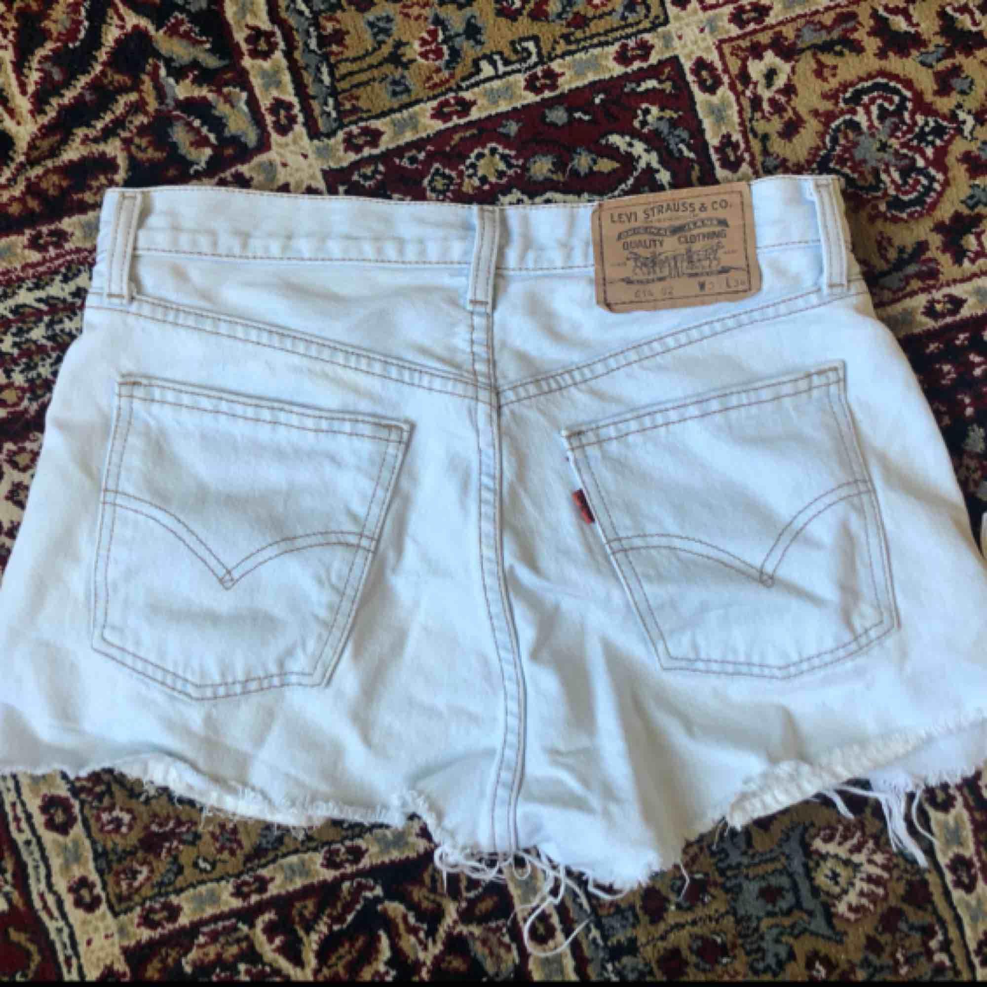 As snygga shorts från Levis!! Bra kvalitet och inte slitna alls.  100kr + frakt! . Shorts.