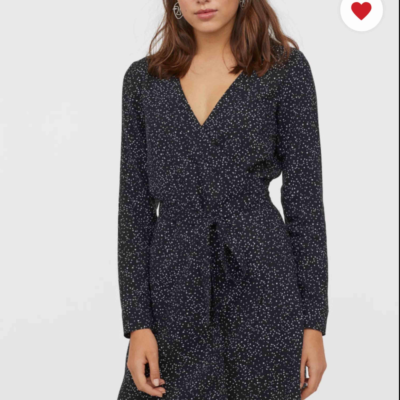 SÖKES i strl xs-m , klänning från H&M some totalt slutsåld, skriv i dm om du skulle ha att sälja :)  Nypris 200kr. Klänningar.