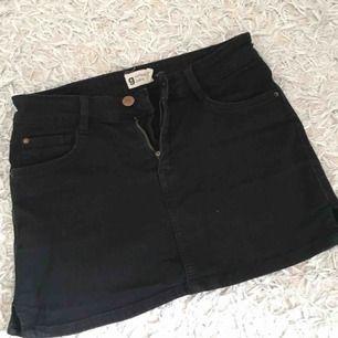 Svart jeanskjol Gina tricot