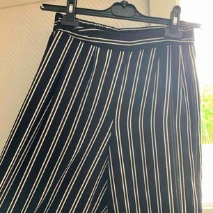 Randiga byxor från Bikbok, använda men i jättebra skick!!