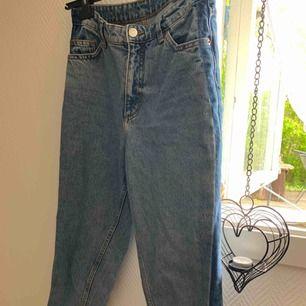 Tyvärr är mina älskade jeans från monki för små för mig, men dom är i väldigt bra skick!
