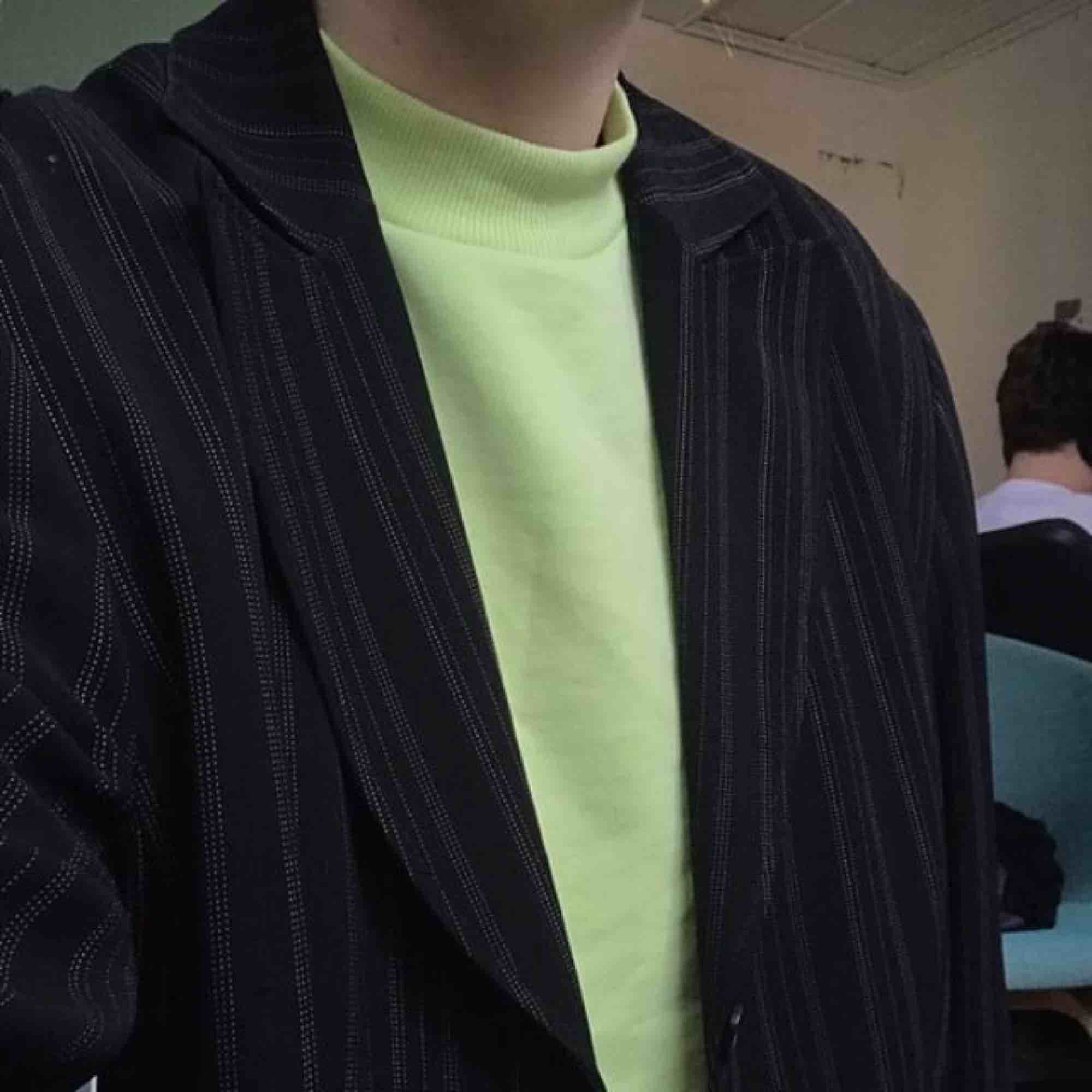 Neongrön tröja från weekday. Har bara använt några gånger, kan mötas i Sthlm eller skicka 👼🏼. Tröjor & Koftor.