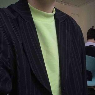 Neongrön tröja från weekday. Har bara använt några gånger, kan mötas i Sthlm eller skicka 👼🏼