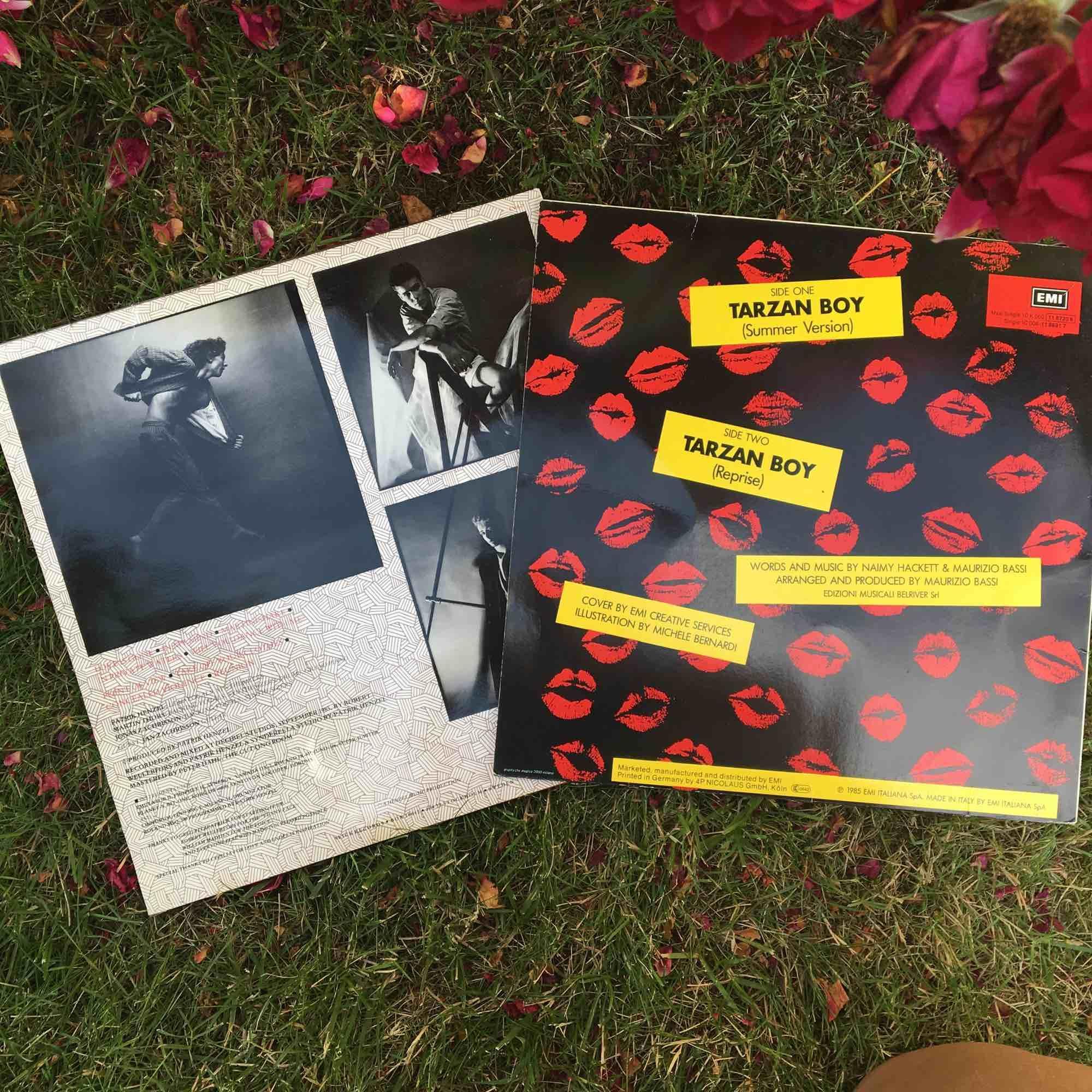 """10kr/styck. Till vänster: Nasa """"power pf the century"""" från 1985. Till höger: Tarzan boy summer version. Övrigt."""